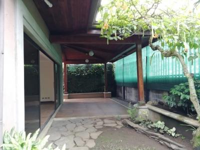 Casa de estilo colonial con 5 habs para alquiler