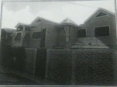 Casa de dos niveles con 4 habitaciones en el sector Prados Del Cachón