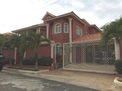 Casa en Residencial Sans Souci, Avenida España.