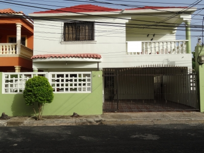 Venta de casa +3 hab, +3 baños, terraza, patio, balcón, galería.