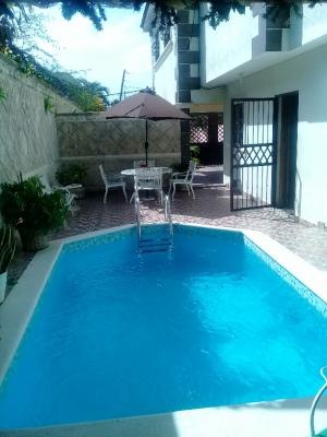 Amplia Casa en venta  de 3 niveles con piscina en Vista Hermosa