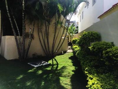 Venta casa en Residencial exclusivo OASIS Santo Domingo Este