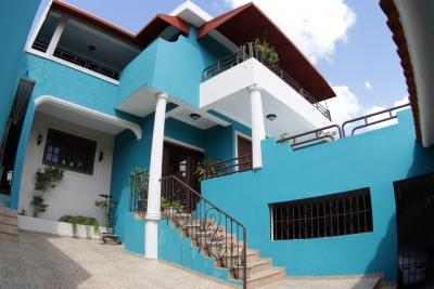 Casa en venta con piscina Vista Hermosa, Santo Domingo Este