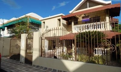 Casa de Dos Niveles En Las Americas