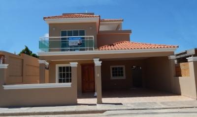 Casa De 2 Niveles En San Isidro