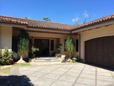 Hermosa casa en venta en Curridabat