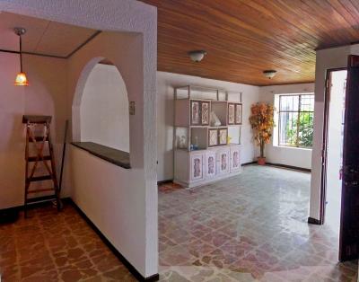 Casa Esquinera para Alquilar en Lomas del Sol, Curridabat