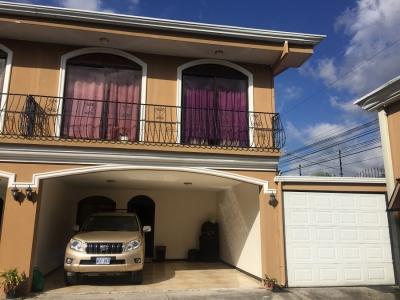 Alquiler de Casa en Pinares de Curridabat, San Jose.