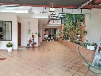 GANGA! Casa con Apartamento en Monteayarco, Curridabat