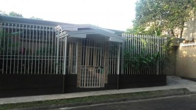 Venta de Hermosa Casa Residencial Santi,  atrás del Citi Mal, Alajuela.