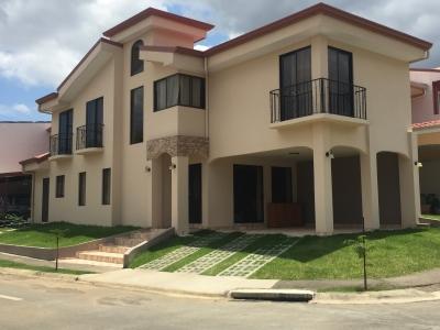 Casa de 2 plantas en Condominio en Alajuela