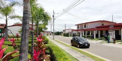 Venta de Casa en condominio residencial en La Guacima de Alajuela, sin muebles.  .  RESUMEN DEL INMUEBLE  Área Lote: 140 m2  Área de Construcción: 123 m2  3 habitacion