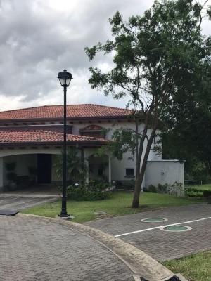 Precioso Condominio Privado en Ciudad Hacienda Los Reyes Country Club
