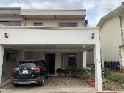 Venta de Casa en Condominio en Montecillos, Alajuela.