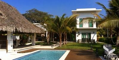 Moderna Casa de Playa en Pérgolas del Mar - Junto a Likin / SAOX REAL ESTATE