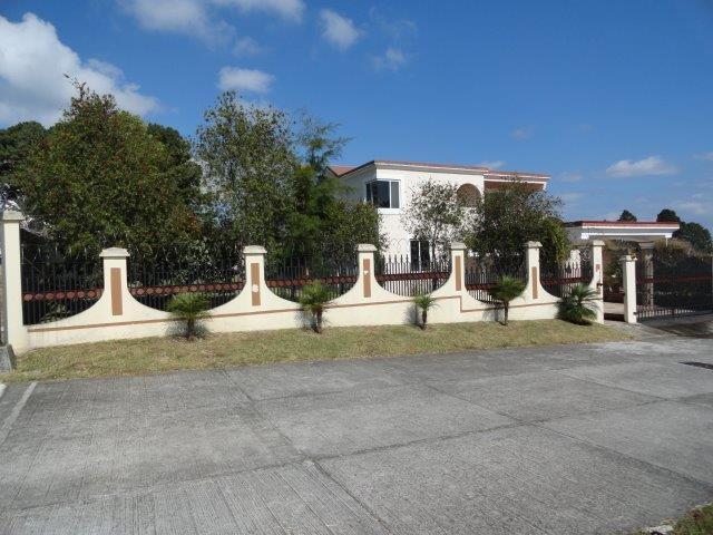 Hermosa casa en Km. 25.5 - cerca de Colegio Village School