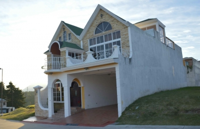 ¡¡¡ VENTA !!! Linda residencia de 400 mts. de construccion km. 26 CES / Inmobiliaria Vintage