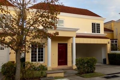 Rento casa de 3 habitaciones, 4 parqueos en Residencial Entreverdes Carretera a Fraijanes Telefono 5558-8097