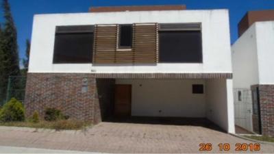VENDO CASA EN ARRAZOLA COUNTRY CLUB