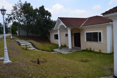 Casa de UN NIVEL en venta y renta en Casa y Campo