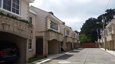 Townhouse en Condominio Santa Mónica VI