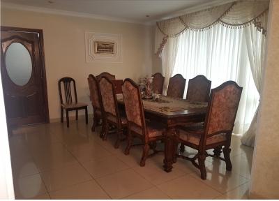 En venta amplia y exclusiva casa, ubicada en prestigioso residencial de Carretera a El Salvador