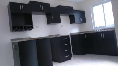 Casa en Renta de 4 Habitaciones en Condominio, Santa Catarina Pinula