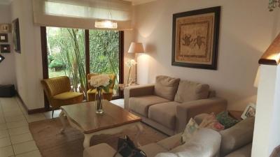 Casa con pergola y jardin en renta en Carretera a El salvador