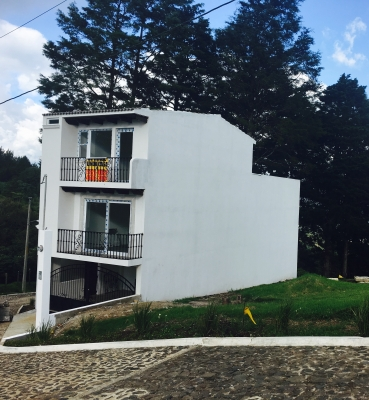 Bonita Casa de 3 niveles con Vista