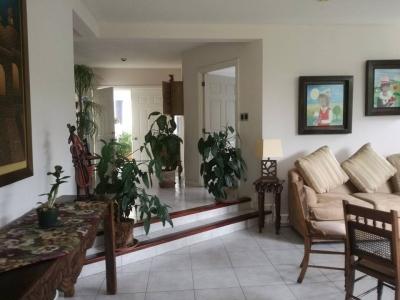 Se vende casa en Condominio Lomas Verdes de Muxbal