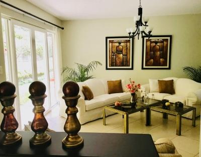 Vendo espectacular casa en Santa Catarina Pinula, muy cercano a zona 10