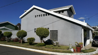 Casa grande en la cercanía de centro comercial Pradera Concepción