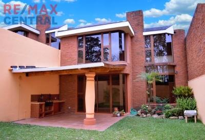 Remax Central Guatemala Vende Linda Casa en Residencial el Prado, Santa Catarina Pinula
