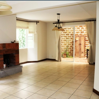Preciosa casa en Venta en Muxbal - 4 hab + Cuarto de servicio