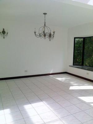 Casa  en venta ubicada en km 18.5 Santa Catarina Pinula/  / Bajo de Precio!!!!