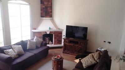 Casa en Venta - 420mts2: 7 hab, 2 parqueos, 2 niveles en Cond. Montecristo