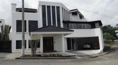 Preciosa Casa en Renta en Carretera al Salvador