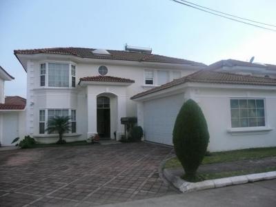 En venta amplia y linda casa con finos acabados
