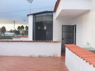 Casa Linda y amplia, excelente ubicación, a 1.50 km de carretera al Salvador