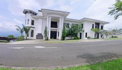 REBAJADO! Casa con Vista y 4 Habitaciones, Condo Montealto, Cartago