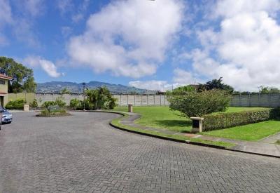 Venta de Lote de 503 m2, Condominio El Nogal, Cartago