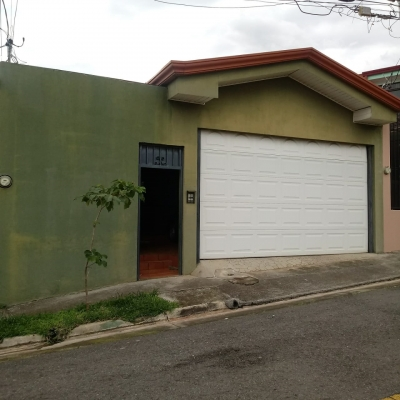Casa en Barreal de Heredia #1234