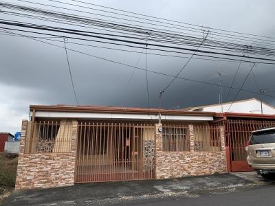 Venta de Casa en Santa Barbara, Heredia.