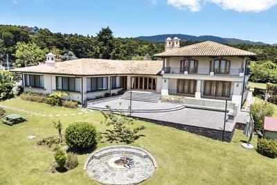 Quinta En Heredia / Lujosa con 2 casas 9,000m, espacios amplios y vistas espectaculares, San Rafael.