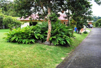 Vendo Hermosa propiedad con dos casas en San Isidro de Heredia