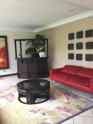 Lujosa Casa en Exclusivo Residencial ( De Oportunidad)