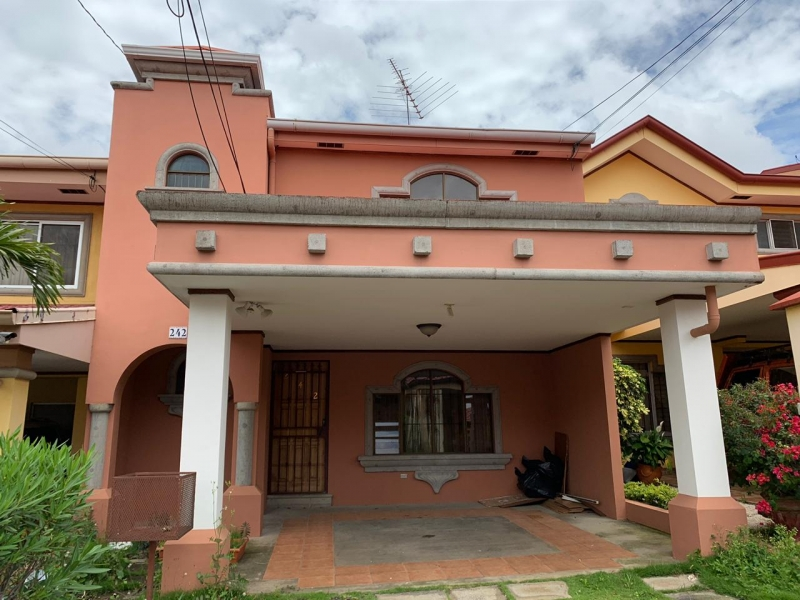 HEREDIA BELEN VENDO CASA