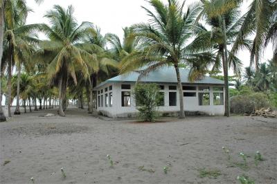Propiedad Frente al Mar, Colinda con Canal e Isleta, Playa Tulate, Retalhuleu, Guatemala.