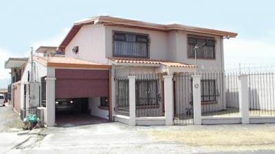 SAN PABLO DE HEREDIA    Se vende Cómoda Casa.  Muy céntrica.