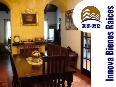 4 habitaciones, tres baños, dos chimeneas, amplia cocina, totalmente equipada